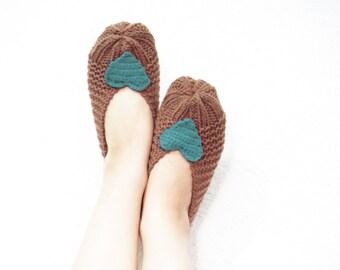 Hand knit slippers sale, women heart slippers, house shoes, Slipper, Sock, Winter Fashion, Hand Crocheted Items, winter fashion 2017