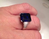Very pretty Blue Sapphire and white stone ring in Sterling Silver size 7 bague