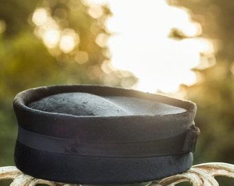 1940'S Toque Hat. Black,  Beaver Fur. // Brimless, Round Tilt Hat. Women Fur Felt.