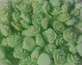 Lt Mint Cabochon Resin Roses 10mm (Pack of 10)
