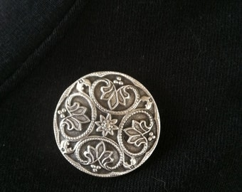 The mattie pewter round Renaissance magnetic scarf pin adds a touch of elegance to your wardrobe.