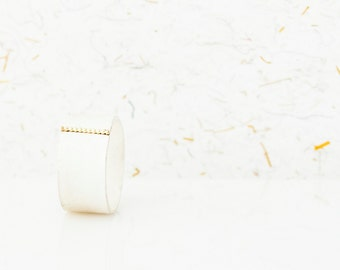 silver ring with dotted line