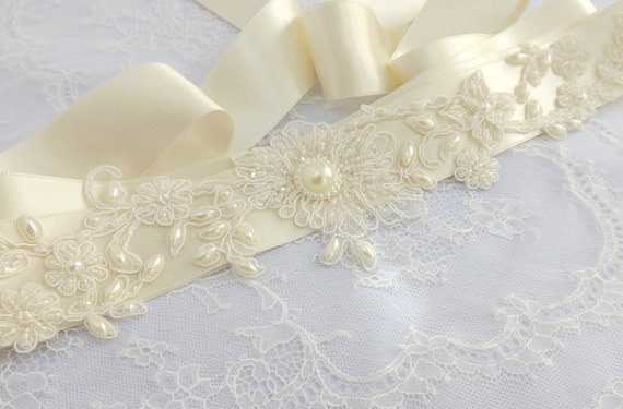 Ivory bridal sash belt. Embroidered floral lace decorated with ivory pearls. Lace flowers and pearls bridal sash belt.