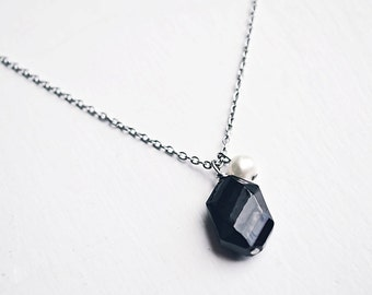 Modern Black Necklace // Minimalist Jewelry // Mother of Pearl