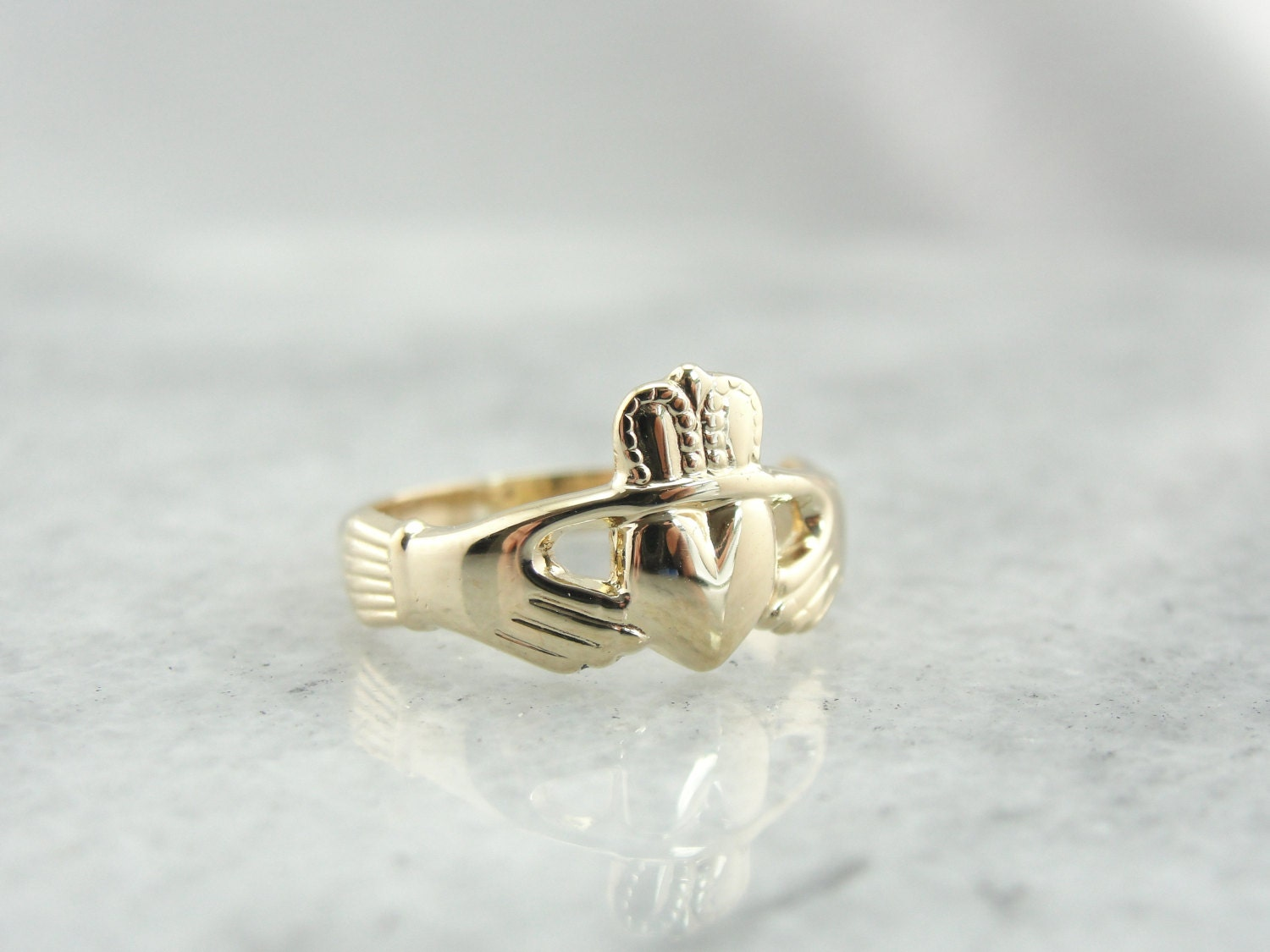 small size yellow gold claddagh ring vintage wedding