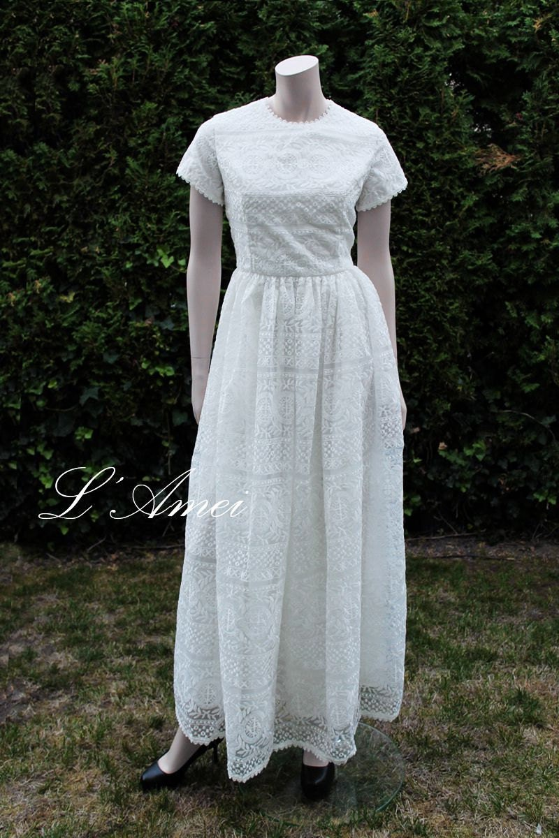 Vintage Inspired Romantic Empire Style Embroidered Lace Wedding Dress