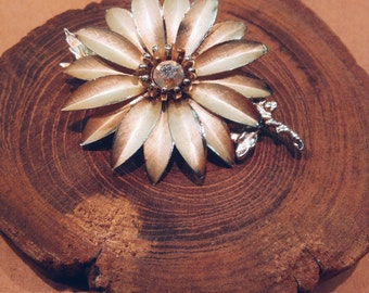 Vintage Golden Daisy Metal Pin