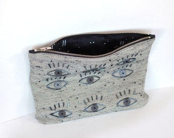 EYES// Zipper clutch// Hand beaded purse