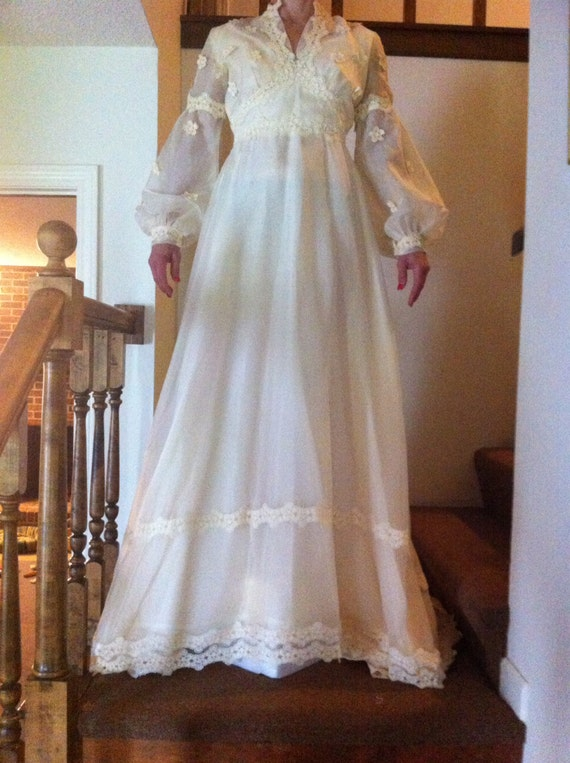 Sale 1970 wedding dress extra long veil lace daisy for 1970s wedding dresses for sale