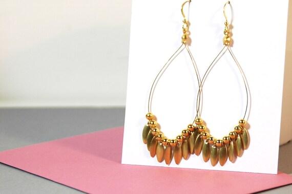 BOUCLES D'OREILLES // Gouttes et perles dorées
