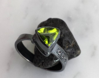 Fine Jewelry Handmade Oxidized Sterling Silver Ring with Natural Peridot and White Topaz