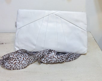 1980's White Vinyl Rockabilly Purse by Le Prive, Vintage Faux Leather Hipster Clutch 80's / 70's, White 80's does 50's Rockabilly Handbag