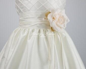 Flower Girl Dress. Ivory Flower Girl Dress, Girls Communion Dress Flower girl dresses(ets0165)