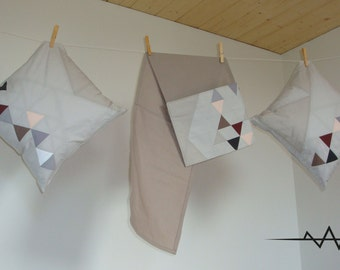 Newspaper holder, triangles graphic, grey, patchwork.