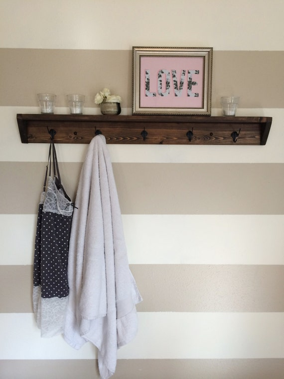 five hook reclaimed wood towel rack coat rack with shelf. Black Bedroom Furniture Sets. Home Design Ideas