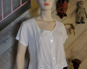 Sweet, Cropped, white cotton top.  1990s.  Perfect Condition. Size M.