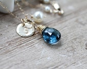Collier topaze bleue de Londres, décembre Birthstone collier, cadeau d'anniversaire de décembre, topaze bleue Gemstone, personnalisé cadeau, charme Initial d'or