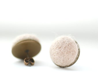 Soft Dark Beige Stud Earrings, Felted Wool Earrings, Dark Ivory, Sand, Ivory Wedding, Fibre Jewelry, Post Earrings, Antiqued Brass Studs