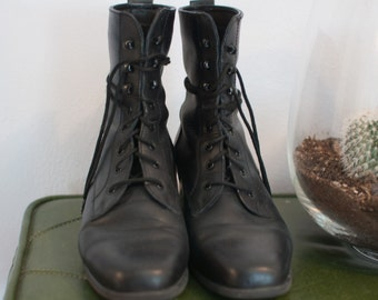 black lace up boots - size 7 1/2 - soft leather - BLONDO