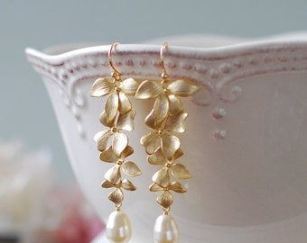 Bridal Earrings, Cream White Teardrop Pearls Earrings with Gold orchid Flowers, Gold Wedding Earrings, Bridesmaid Earrings, Bridesmaid Gift