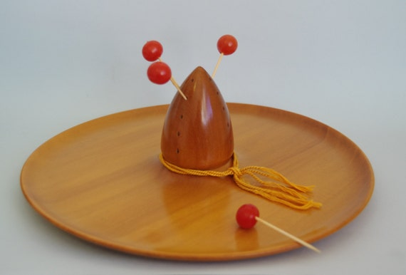 1950s sombrero canape tray platter mexicana by thebestnestco for Canape serving platters
