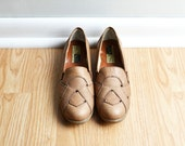 SALE / Shoes Skimmer Loafer / Taupe Light Brown Woven Leather / Slip On / Fall Granny / 90s Vintage / Size 6.5 / Euro 37