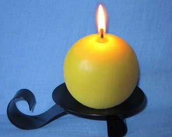 Round natural beeswax candle, 16 hours.