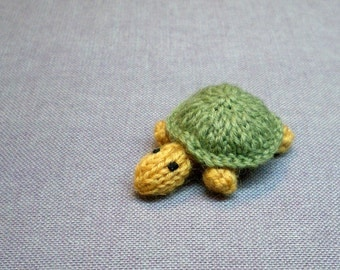 Magnet - Timid Turtle (green) - Knitted and Crocheted