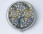 Art Nouveau Floral Daisies, Pill case pillbox pill holder floral design pattern