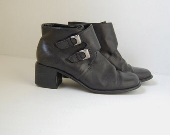 gloria vanderbilt black leather BUCKLE ankle heel booties 6