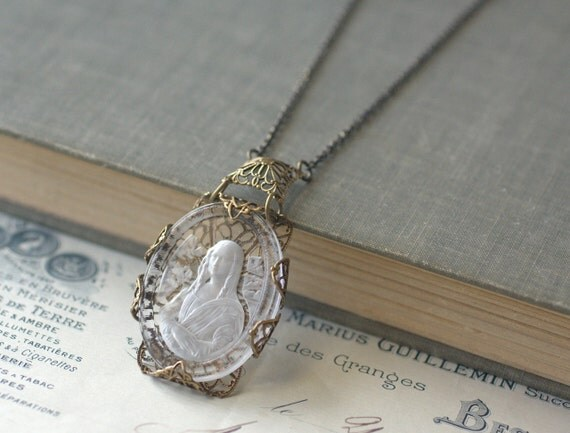 mona lisa necklace cameo intaglio vintage glass brass filigree