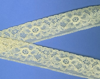 Vintage Ecru Machine-Made Lace Floral Pattern Scalloped Edge