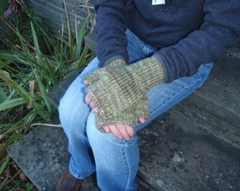 SALE! Knit Fingerless Gloves- Green Wool