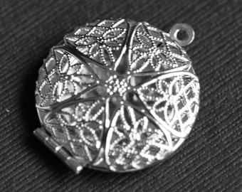 50 pcs of Silver plated filigree Locket Charm Pendant 27x32mm