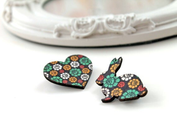 Bunny rabbit and heart wooden brooch set  vert flower flowery pattern