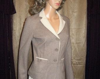 Vintage Brunello Cucinelli Cashmere Blazer, Casual Chic Beige with Winter White collar, Sz Medium, Made in Italy, Excellent stylish item