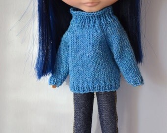 Blue knitted sweater for Blythe