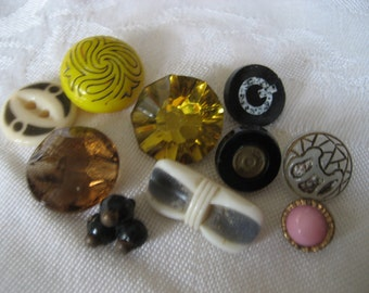 Lot of 10 ANTIQUE & VINTAGE Glass BUTTONS