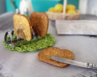 Miniature TOAST with Metal RACK  -  3 Slices of Toast & Silver Tone Rack  - 1:6 Scale Polymer Clay Mini Food for Fashion Dolls and Figures