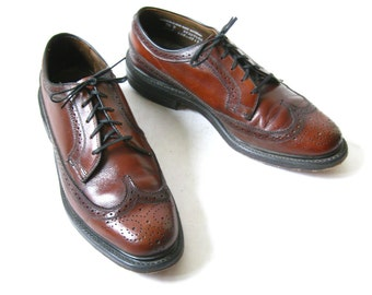 Vintage 60s Burgundy WINGTIP Oxfords. Size 9 1/2 Mens