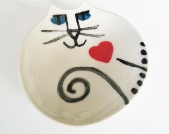 Valentine Pottery Cat plate round dish handmade clay white blue eyes red heart