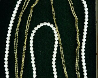 Vintage Costume Jewelry - Necklace - Pearl and Gold Colored Chains - Lovely costume jewelry
