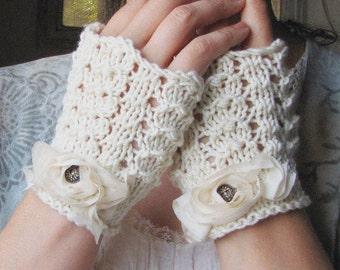 Petal Gloves - Vanilla Cream