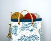 Knitting bag, knitting tote, yarn storage, knitting carrier