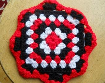 Red White Black cotton pot holder kitchen trivet star, snowflake shaped potholder crochet Made in USA