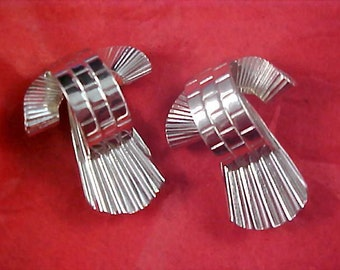 Dimensional 1950's Silver Plate SCATTER PINS