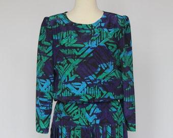 70's Batik Print  Dress / Polyester / Pleated Skirt / Small to Medium