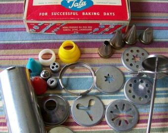 Vintage 1950s Cake Cookie Decorating Icing Set in original box plus extras 22 pieces in all