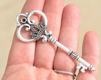 1 Large  Silver Key  Pendant SC2134