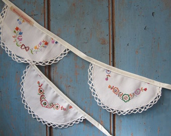 Vintage Linen Bunting. Wedding Garland // Wedding Bunting // Embroidered Bunting // Vintage Wedding Decor // Shabby Chic Bunting.